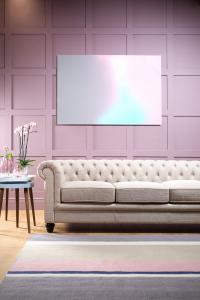 Hampton oatmeal fabric chesterfield sofa (£649)